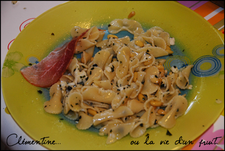 Pates pecorino, pignons, basilic dans Cuisine dsc_0061