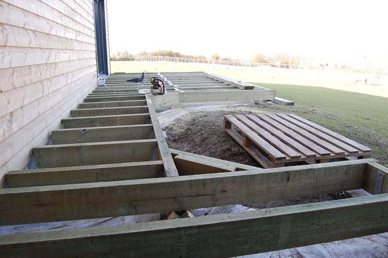 fabrication dune terrasse en bois sur piloties+ déco