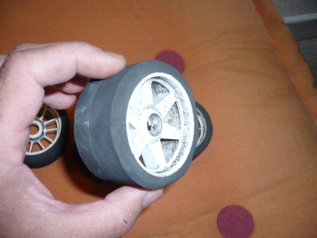 Budget 0 pour des pneus avant de piste 1 8 par chris 01 for Diametre exterieur pneu