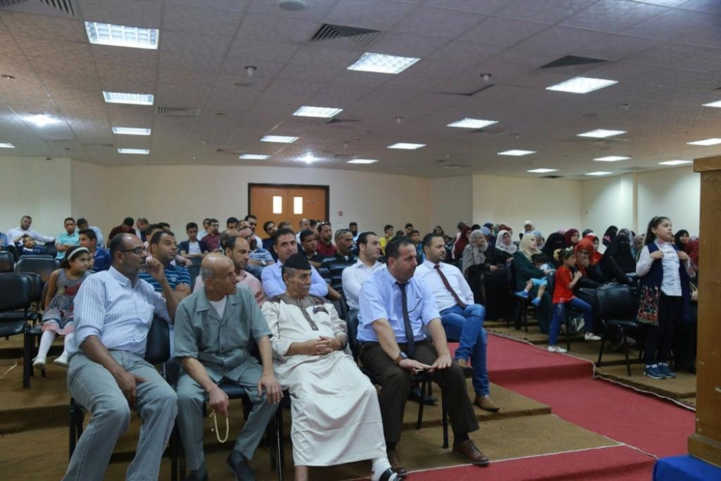 جامعة الأقصى تمنح الباحث حسين 39227010.jpg